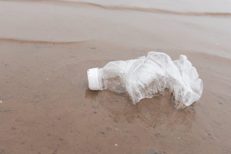 海洋塑料水瓶污染 库存照片