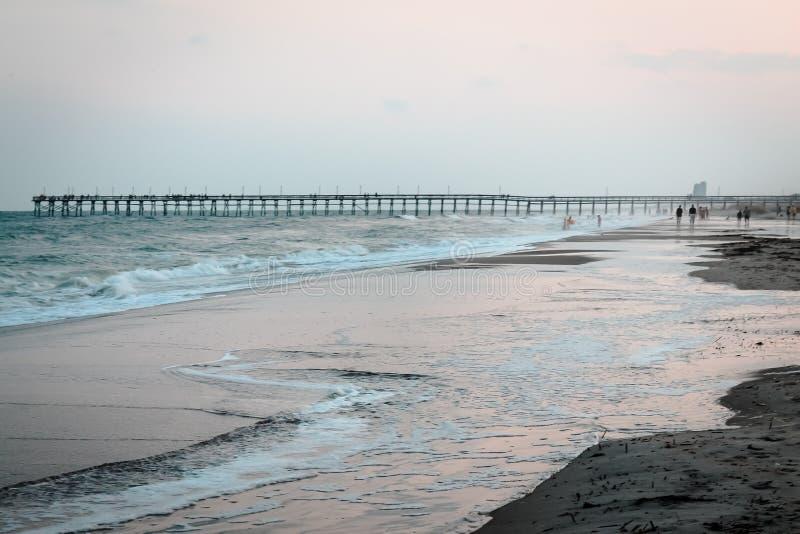 海洋小岛海滩码头在北卡罗来纳 免版税库存图片