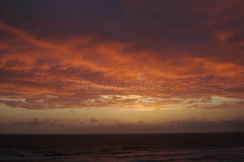 Download 海洋日落 库存照片. 图片 包括有 海运, 天空, 背包, beautifuler, 线路, 春天, 微暗, 夏天 - 194200