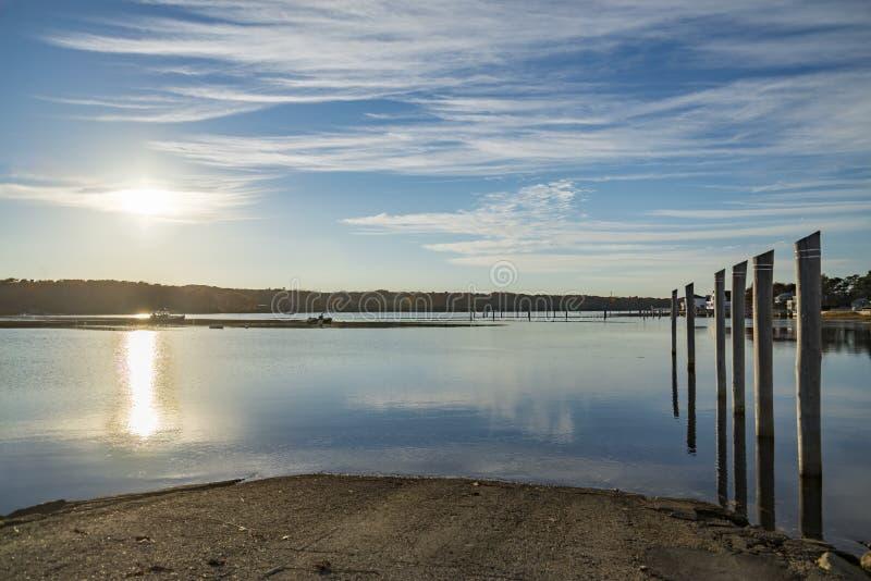 海洋海岸的码头和小船港口在阵营埃利斯 免版税库存照片