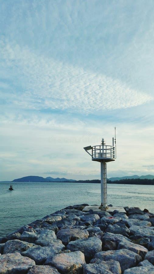 海洋灯塔和海 库存照片