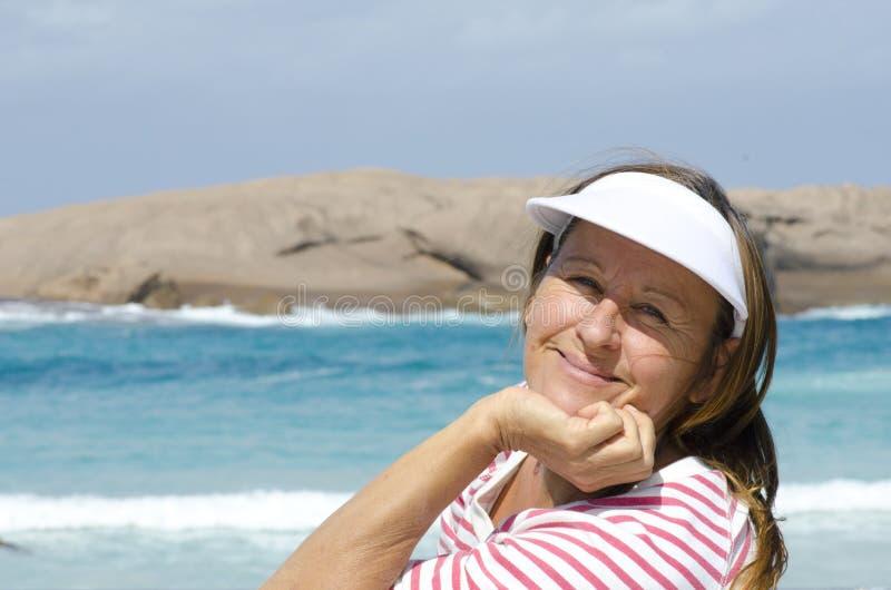 海洋的纵向愉快的成熟妇女 库存照片