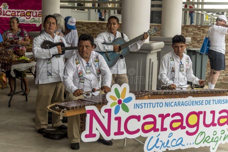 海洋cruiseMusicians受欢迎的巡航乘客的海洋向圣胡安del苏尔尼加拉瓜 库存图片