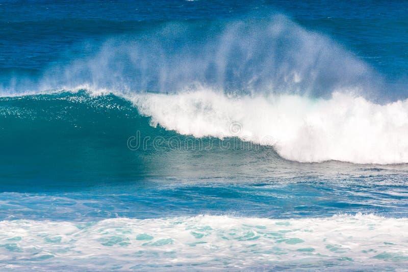 海浪打破 库存照片
