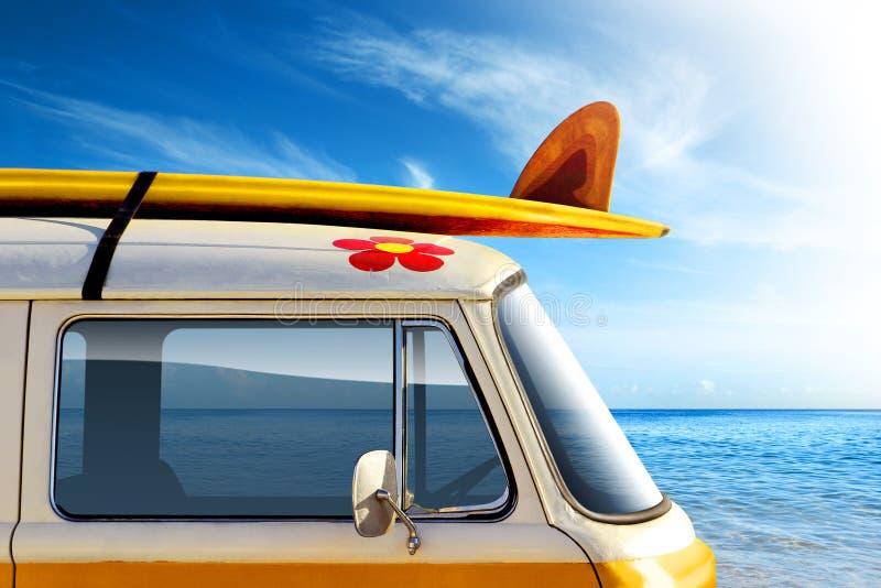 海浪有篷货车 库存图片