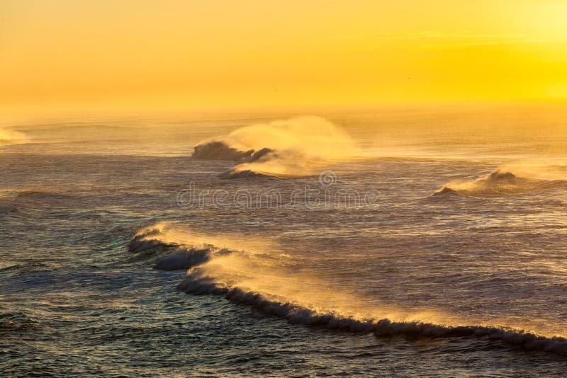 海浪浪花颜色日出 库存照片