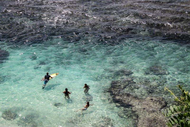 海浪的风景看法在Uluwatu 免版税库存照片