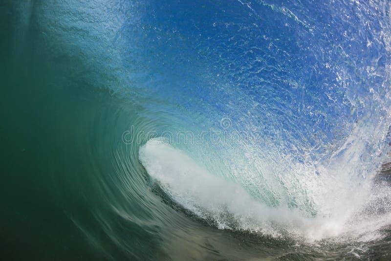 海浪里面水 免版税库存照片