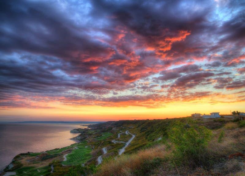 黑海海岸在卡瓦尔纳、保加利亚-手段& x22附近的;Thracian cliffs& x22; 库存照片