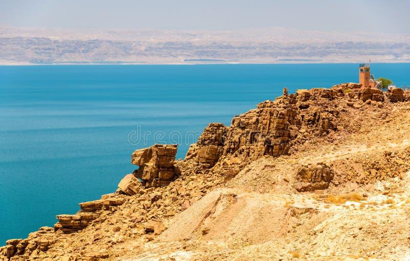死海海岸线看法在约旦 库存图片