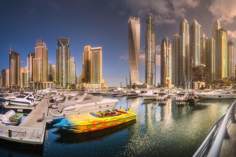 海海湾天视图与游艇迪拜小游艇船坞,阿拉伯联合酋长国的 免版税库存图片