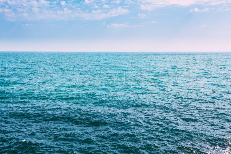 海海洋和蓝天背景与Cloudscape在夏天 vac. 库存照片