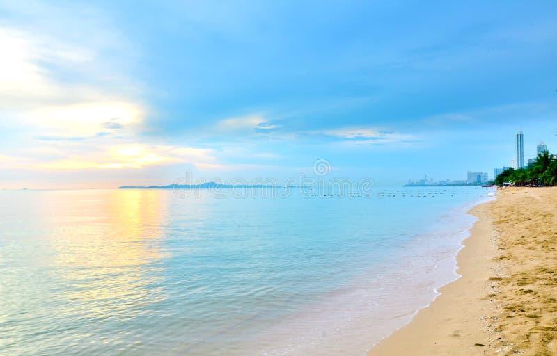 海海滩蓝天沙子太阳白天 库存图片