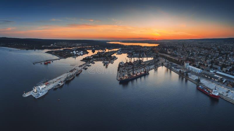 海港和工业港口zon空中全景寄生虫视图  免版税库存图片