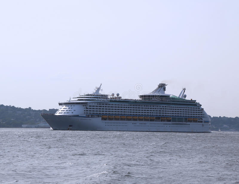 海游轮l的皇家加勒比探险家 免版税图库摄影