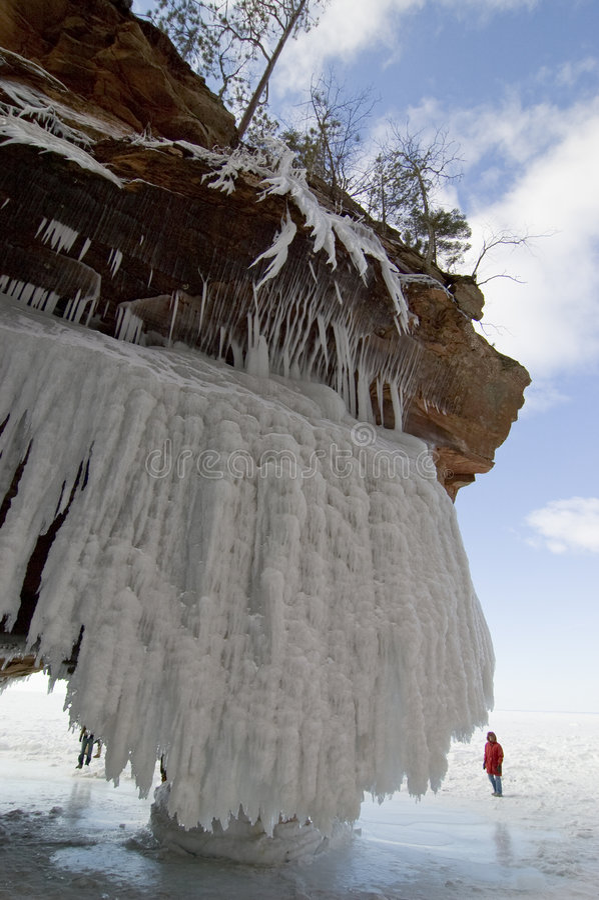海湾使冰女人陷下 免版税库存图片