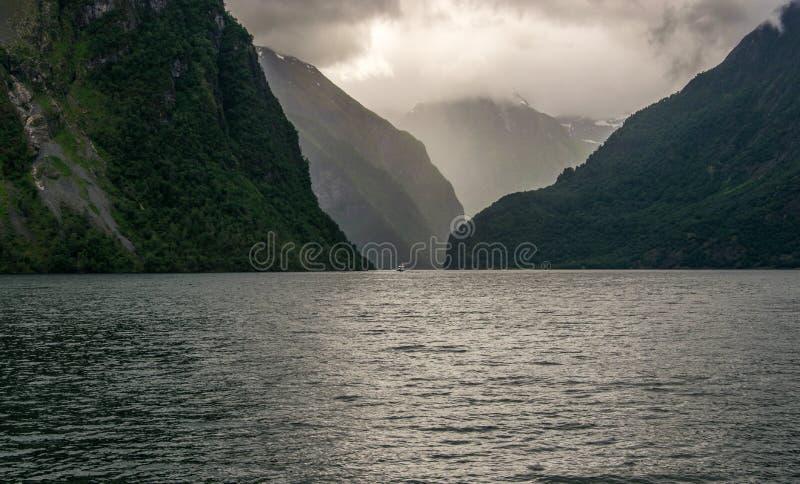 海湾和岩石的风景看法 图库摄影