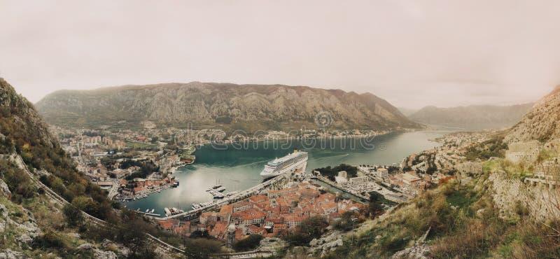 海湾和市全景科托尔 库存图片