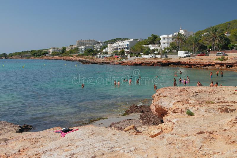 海湾和海滩Calo des莫罗 圣安东尼奥,伊维萨岛,西班牙 免版税图库摄影