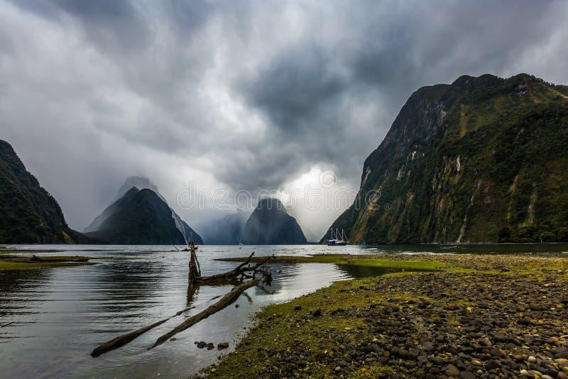 海湾在一风雨如磐的阴天 图库摄影