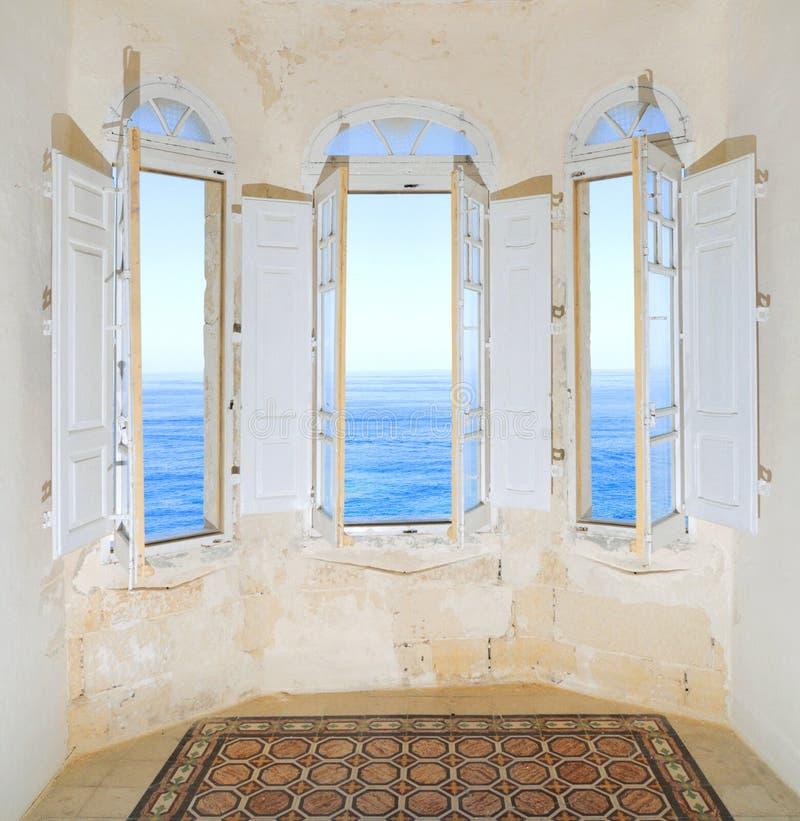 海湾地中海俯视的海运视窗 免版税库存图片