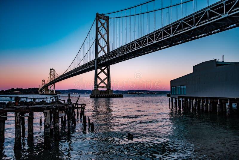 海湾桥梁弗朗西斯科・奥克兰圣 免版税图库摄影