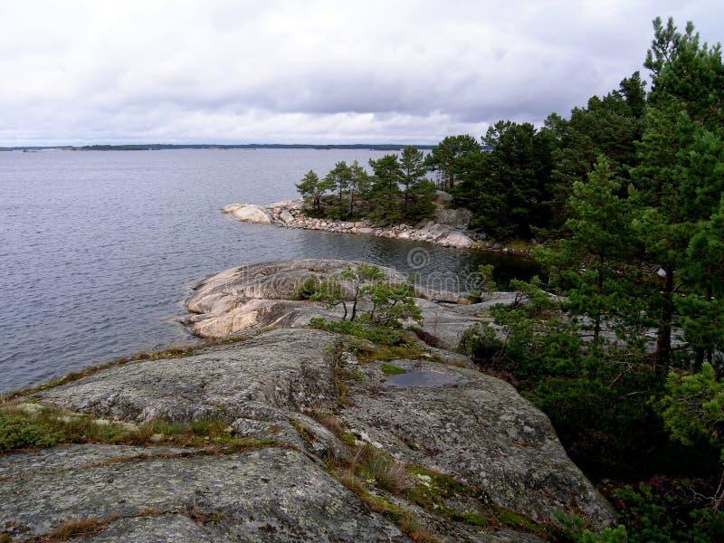 海湾的看法从岩石的 免版税库存照片