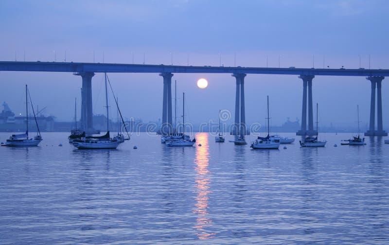 海湾蓝色跨接早晨 免版税库存图片