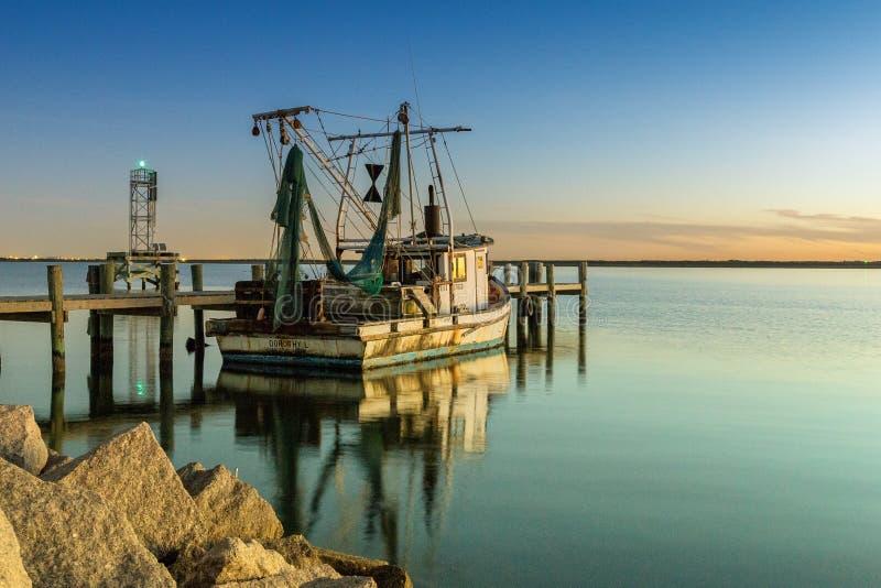 海湾虾小船 库存照片