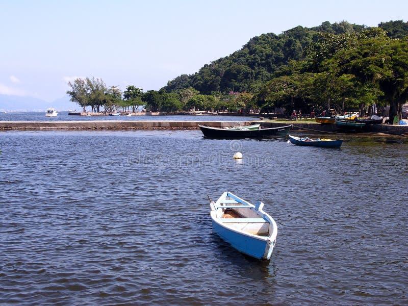 海湾被停泊的小船guanabara 免版税库存图片