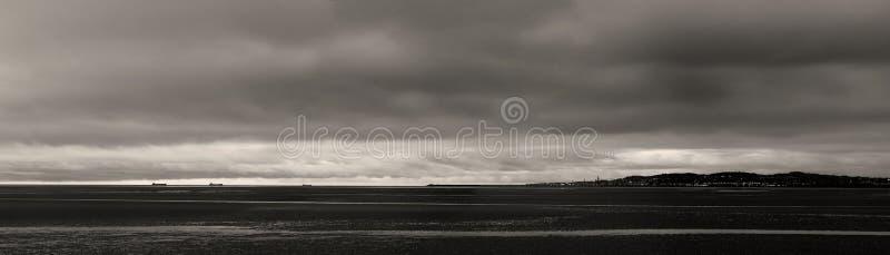 海湾黑色都伯林海运视图白色 免版税库存照片