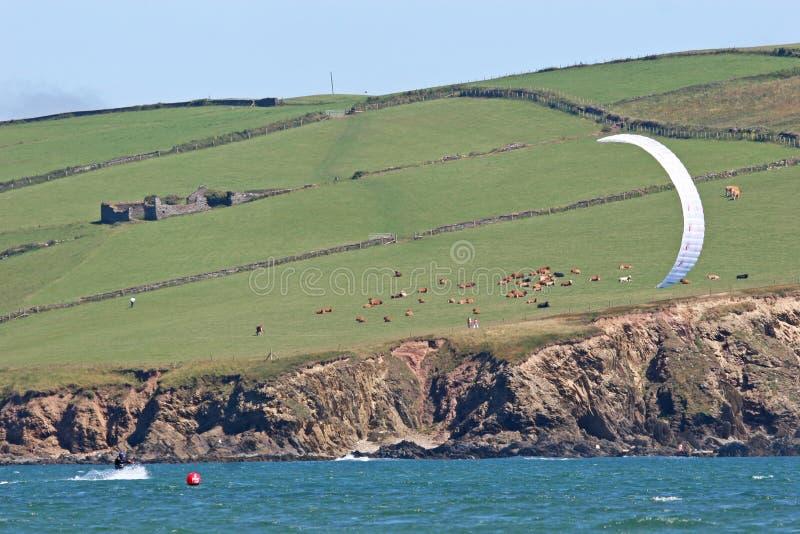 海湾bigbury kitesurfer 库存照片