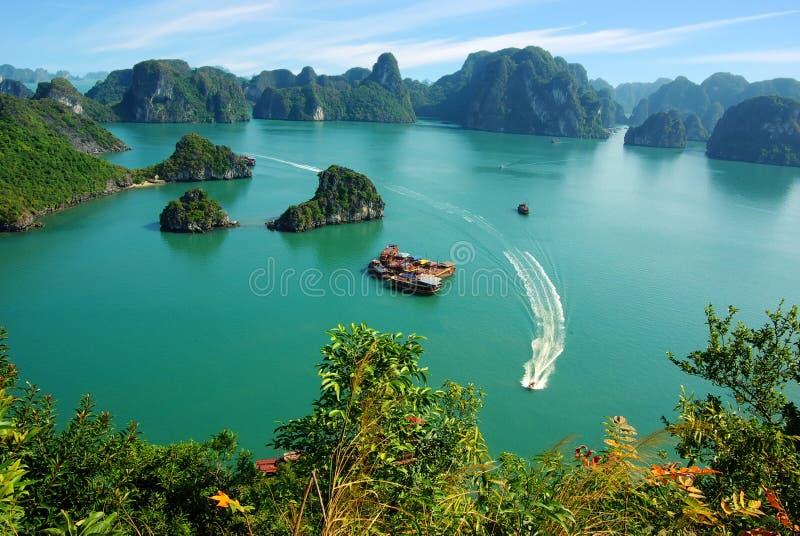 海湾ha横向长的美丽如画的海运越南 图库摄影