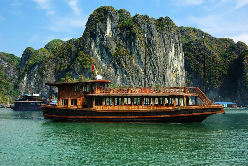 海湾halong横向美丽如画的海运越南 库存照片