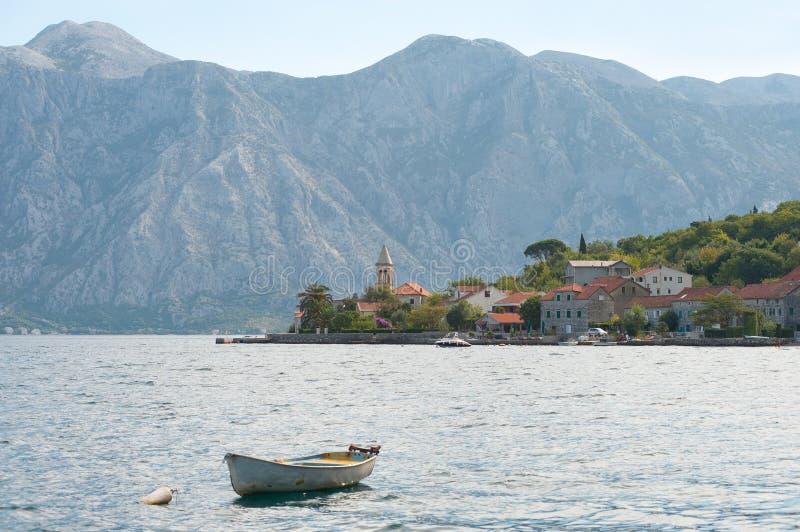 海湾kotor montenegro山 免版税库存照片