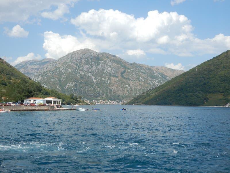海湾kotor montenegro早晨时间 图库摄影