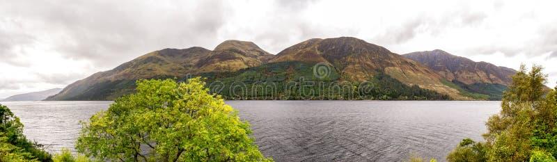 海湾Lochty淡水湖全景从南部的边的在秋天季节,苏格兰 库存图片