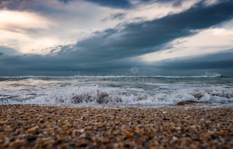 海滨,风雨如磐的海 免版税库存图片