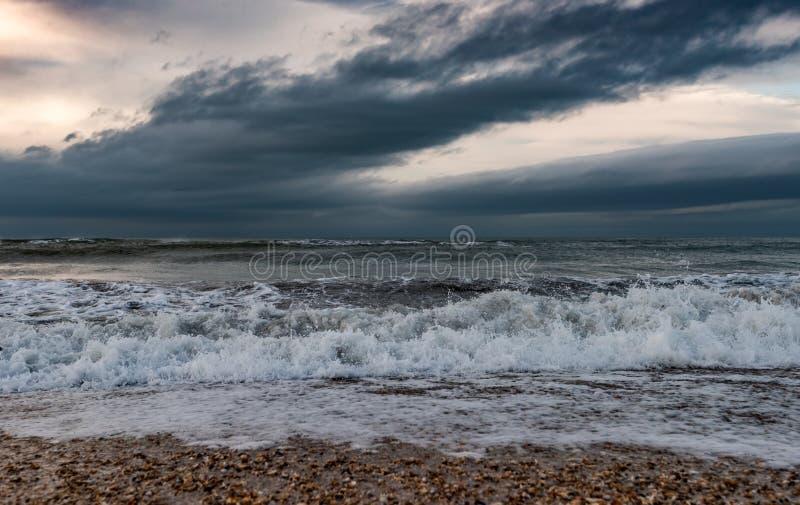 海滨,风雨如磐的海 库存照片