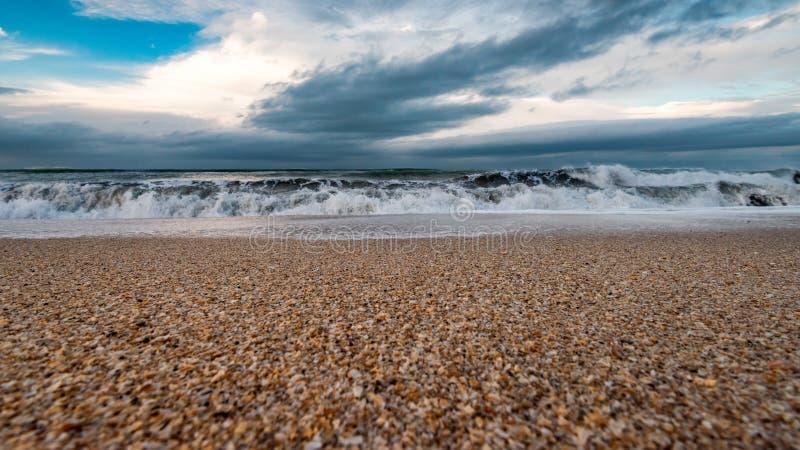 海滨,风雨如磐的海 免版税库存照片