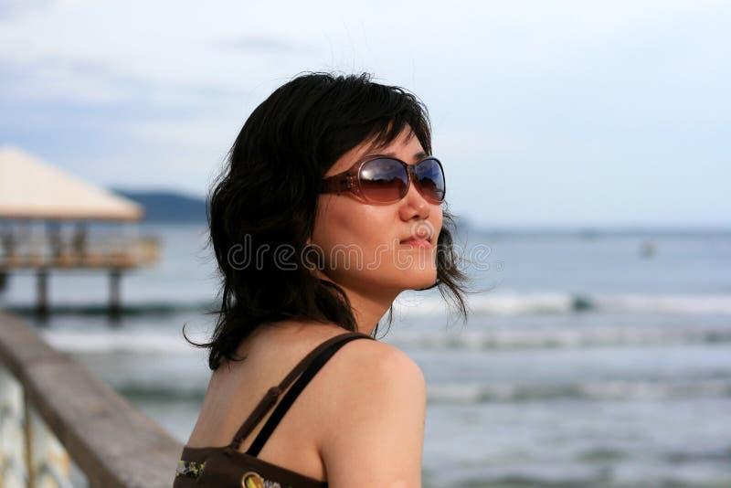海滩中国人女孩 图库摄影