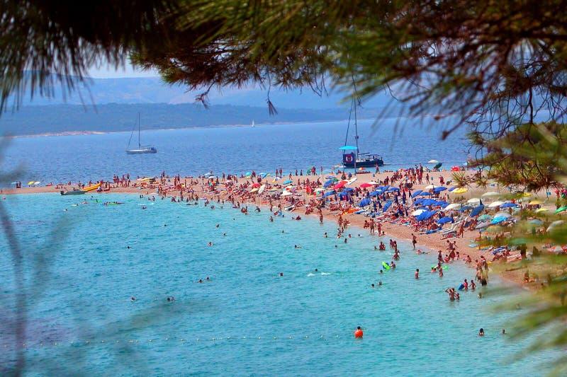 海滩克罗地亚著名晒日光浴 库存照片