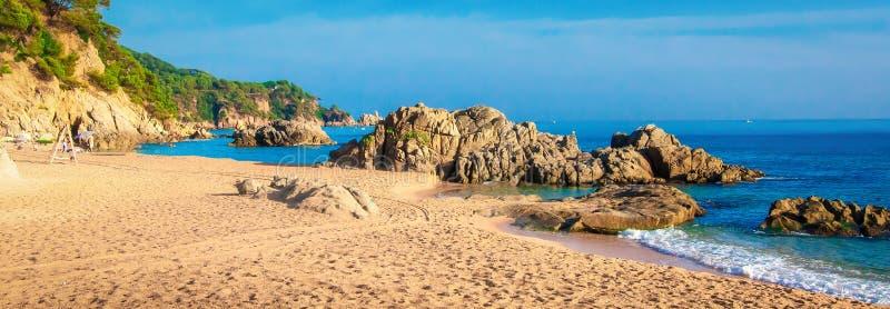海滩全景在西班牙,伊维萨岛 免版税库存图片