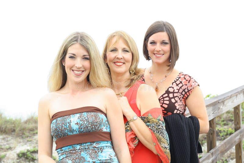 海滩华美的三名妇女 免版税库存图片