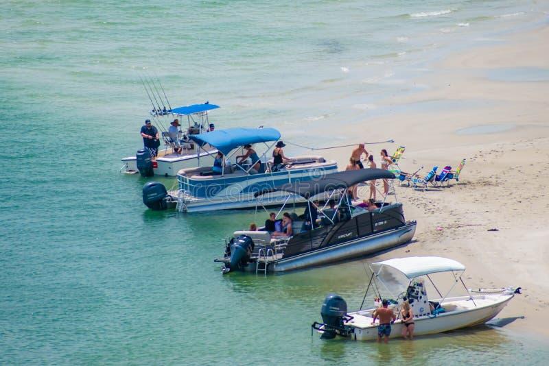 海滩和哈利法克斯河部份看法从灯塔 2 免版税库存照片