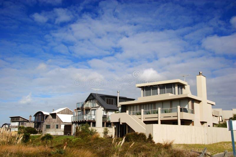 海滩回家现代 免版税库存照片