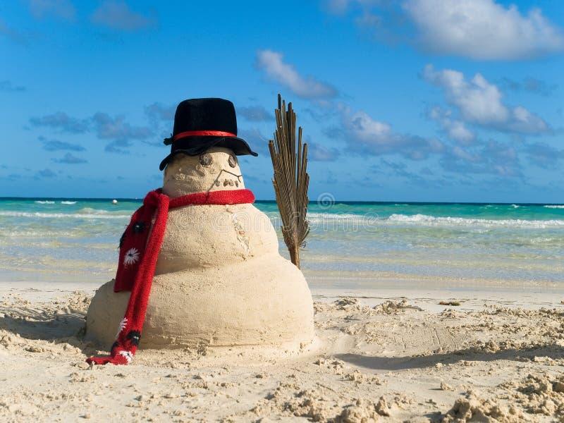 海滩圣诞节雪人 免版税库存照片