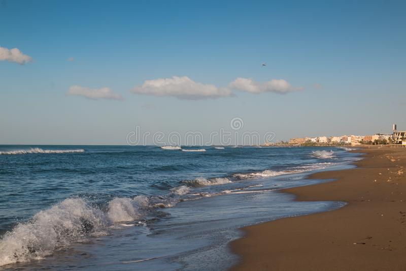 海滩在伊拉克利翁,克利特,希腊 免版税库存照片