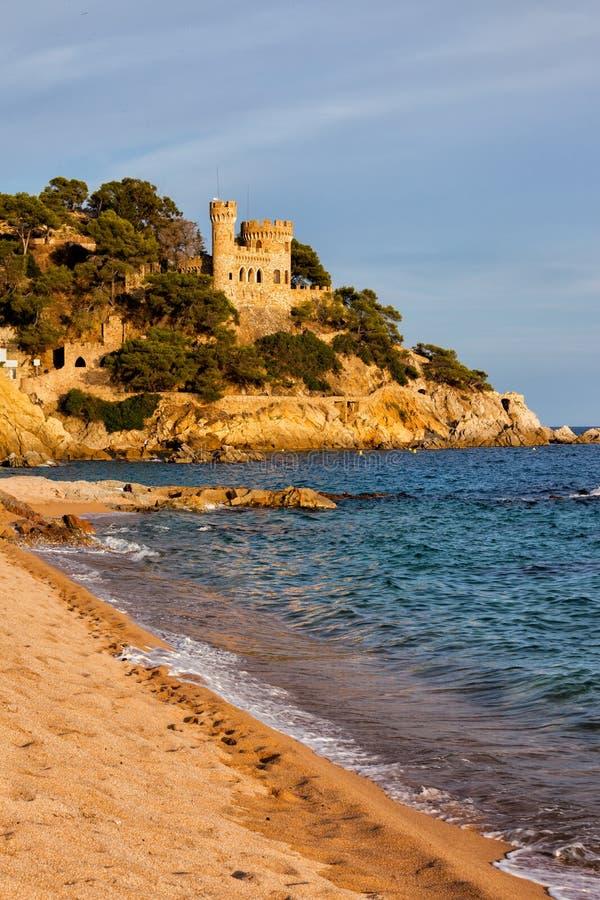 海滩在肋前缘的Brava略雷特德马尔在西班牙 免版税库存图片
