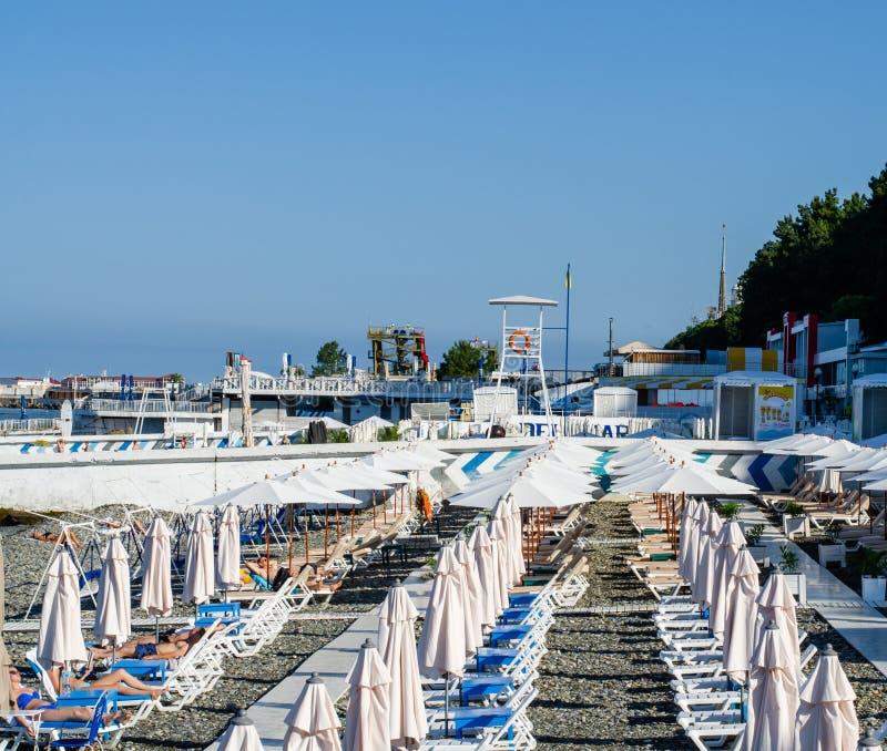 海滩基础设施早晨 免版税库存照片